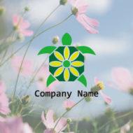 花を咲かせた八角形の甲羅を持つ長生きの亀のロゴマークデザイン