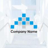 12個の正方形で構成された矢印とプラスのロゴデザイン