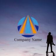 先進的なロゴ:突破し成長する力をイメージさせるデザインの円形の販売ロゴ デザイン